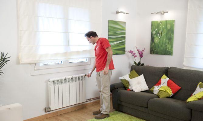7-trucos-para-mantener-tu-casa-caliente-en-invierno-ajustar-termostatos-y-radiadores