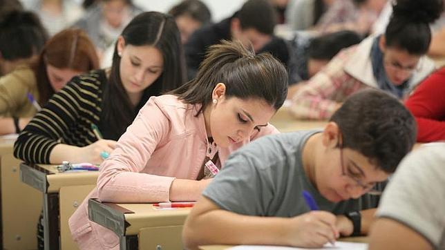 solicitar-becas-y-ayudas-para-el-curso-2014-2015-requisitos-y-cuantias-universidad