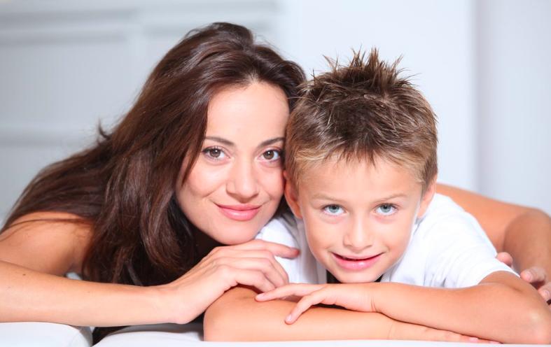 solicitar-ayudas-madres-solteras-prestaciones-por-hijo-a-cargo